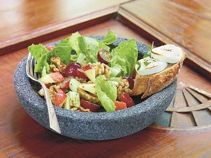 Herbstlich-fruchtiger Salat mit Ziegenkäse