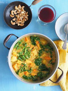 Quinoa-Hirse One-Pot mit Süßkartoffeln, Spinat und Ananas