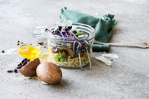 Hirsesalat mit marinierten Champignons