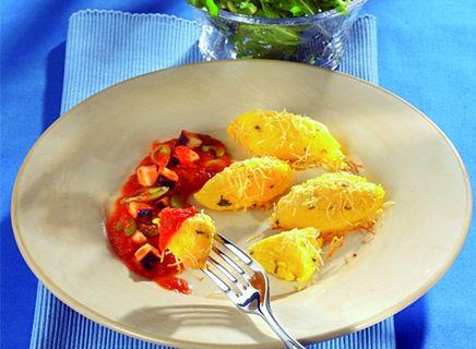 Vegane gratinierte Polenta-Nocken mit Gemüsesauce
