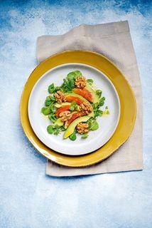 Brunnenkresse-Salat mit Avocado, Orangen und karamellisierten Honignüssen