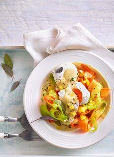 Gemüsenudeln mit pochiertem Ei und Senfsosse