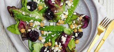 Zuckerschoten-Kichererbsen-Salat mit Trockenpflaumen