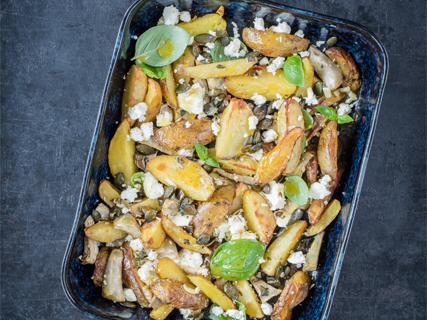 Warme Röstkartoffeln mit Artischocken, Feta und Kürbiskernen